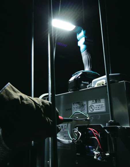 Linterna LED MAKITA DML801Z (Cuerpo solo Cartón)
